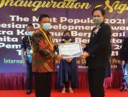 Dinilai Berprestasi dan Berdedikasi, Kadis PUPR Bolmut Raih Penghargaan