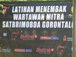 Perkuat Kemitraan, Satbrimobda Gorontalo Ajak Pers Latihan Menembak