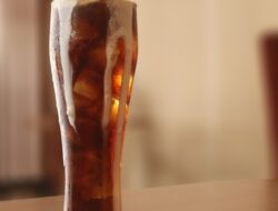 Ada Minuman Float di Hotel Santika Palu, Sudah Coba ?