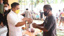 Panjatkan Syukur, Marten Taha Bagikan Daging Kurban pada Warga Kota Gorontalo